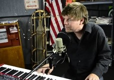 Kyle Hollingsworth performs 'Too Young'