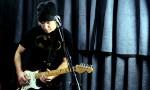 dada perform 'Guitar Girl'