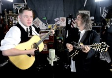 Billy Strings & Don Julin perform 'Dust In A Baggie'