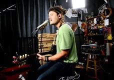 Ash Grunwald performs 'Breakout'