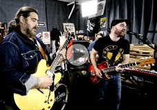 Nick Moss Band perform 'Shade Tree'