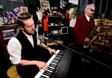 Seth Glier performs 'Standing Still'