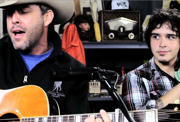 Aaron Watson performs 'July in Cheyenne'