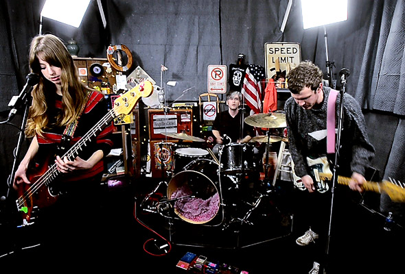 Ringo Deathstarr perform 'Flower Power'