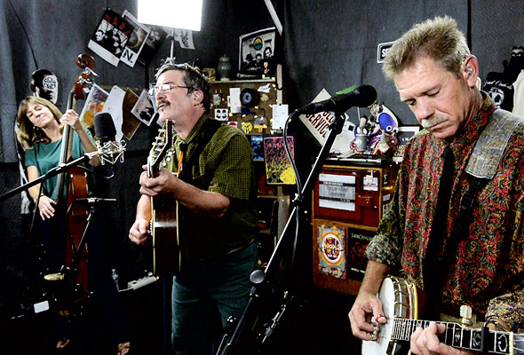 The Larry Keel Experience perform 'Memories'