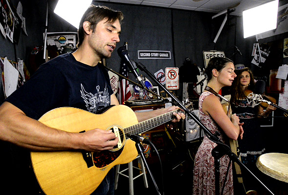 Elephant Revival perform 'Birds and Stars'
