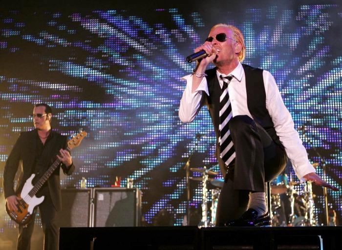 Scott Weiland, rocker, lyricist and self-described 'tenacious drug addict,' dead at 48